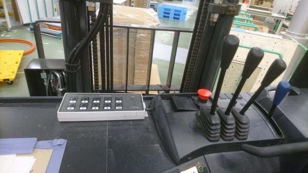 フォークリフトに10テーブル受信機を設置